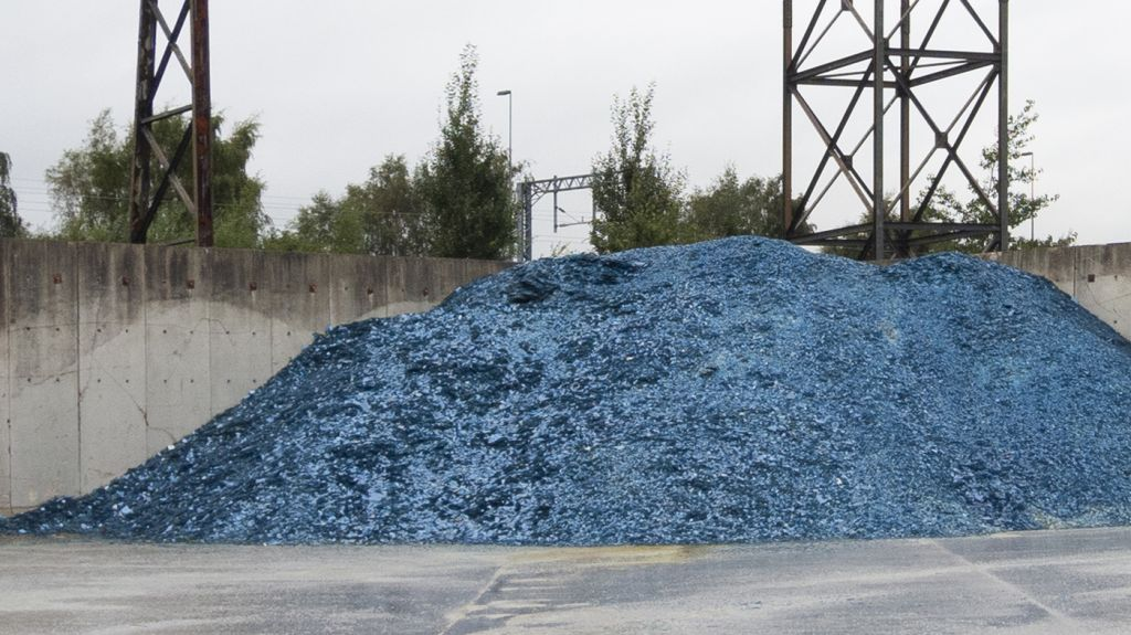 A mountain of glass waste, Pilkington factory, UK. Christoph Dichmann and Elissa Brunato.